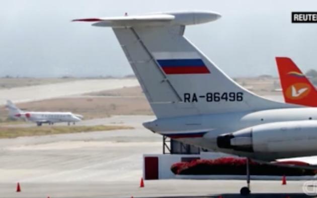 Rusia envió dos aviones con militares a Venezuela. Estados Unidos cuestionó la ayuda. Foto: captura de video de CNN en Español.
