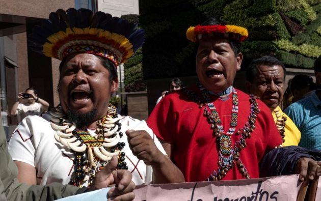 Indígenas ecuatorianos, víctimas del daño ambiental causado durante las operaciones petroleras en la Amazonía ecuatoriana de 1964 a 1990. Foto: AFP