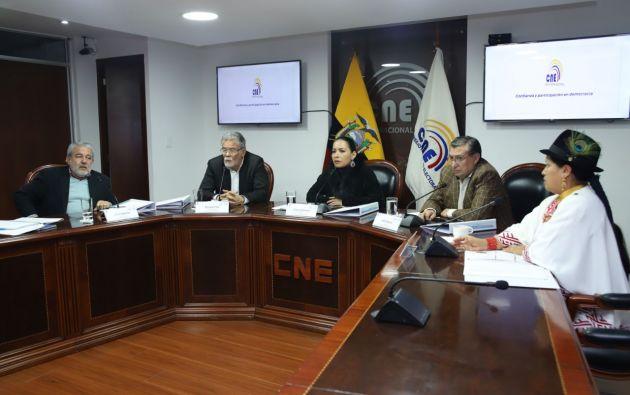 En su reemplazo, el CNE nombró al abogado Juan Francisco Cevallos.