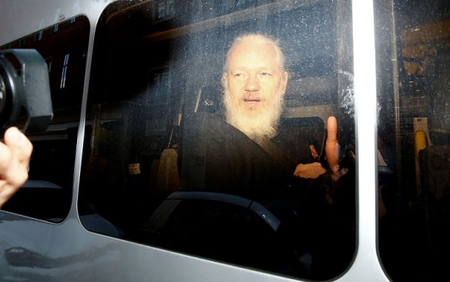 Assange fue detenido este jueves en la embajada de Ecuador en Londres. Foto: Reuters