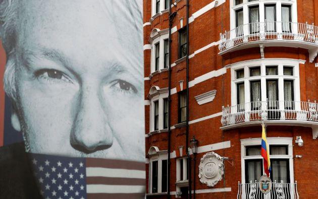Assange estaba refugiado en la embajada de Ecuador en la capital británica desde junio de 2012 para evitar su extradición a Suecia. Foto: Reuters.