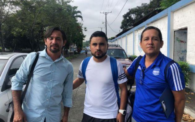 Vera fue futbolista profesional y militó en el Club Valdez en la Primera B y en varios equipos de Segunda Categoría del fútbol ecuatoriano.