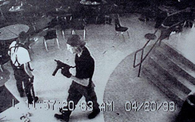 El 20 de abril de 1999, dos estudiantes de la Escuela Columbine (Colorado) mataron a 12 alumnos y un maestro antes de suicidarse.