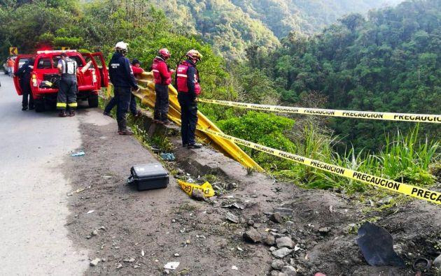 Personal de bomberos inició labores de búsqueda de una persona desaparecida. Foto: Twitter @BomberosQuito