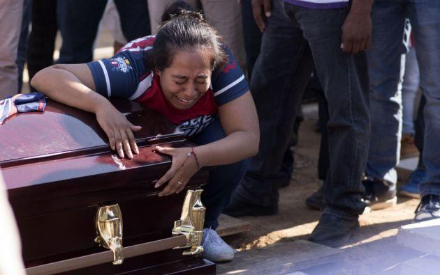 Muchas de las víctimas recibieron numerosos impactos de bala y al menos siete fueron ultimadas con un tiro en la cabeza. Fotos: AFP.