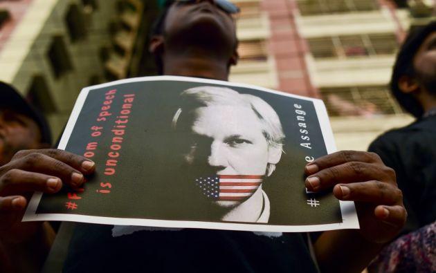El 11 de abril el gobierno de Ecuador decidió retirar el asilo al fundador de WikiLeaks y se anunció la suspensión de su naturalización. Foto: AFP.