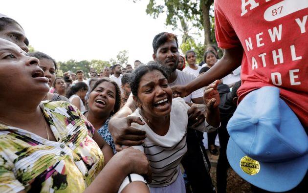 La gente reacciona durante un entierro masivo de víctimas, dos días después de una serie de atentados suicidas. Foto: Reuters