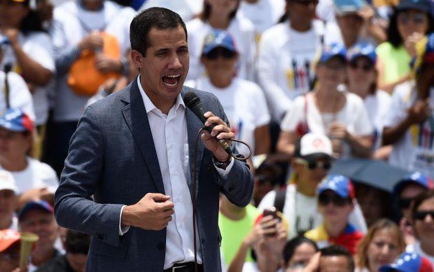 """""""Es fundamental (el apoyo militar) pero los tiempos corren, no puede ser eterna la espera"""", dijo Guaidó. Foto: AFP"""