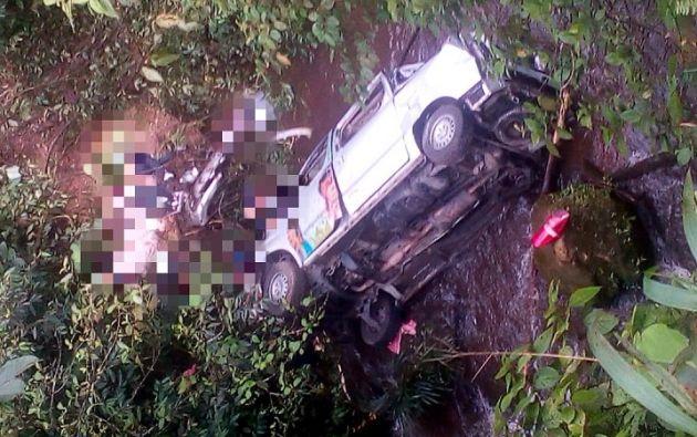 Las instantáneas difundidas por el Cuerpo de Bomberos de Orellana muestran a varias de las víctimas tendidas en el suelo.
