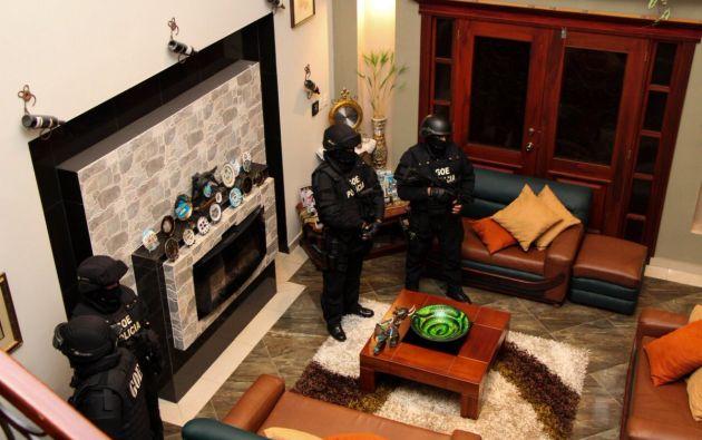 Personal policial del Grupo de Operaciones Especiales en uno de los allanamientos.