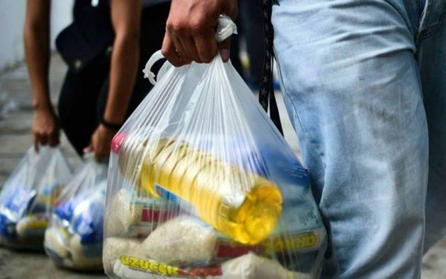 El programa Clap, ligado a los Comités Locales de Abastecimiento y Producción, entrega alimentos importados a bajo coste cada mes. Foto: AFP