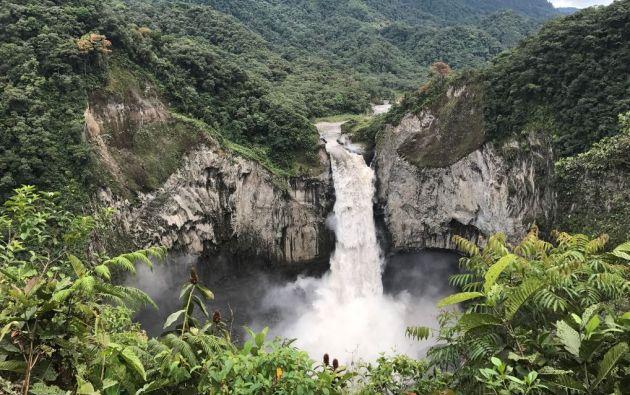La hermosa cascada de San Rafael en Tena.