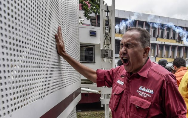 El diputado opositor al gobierno de Maduro, Richard Blanco, se refugió hoy en la embajada de Argentina. Foto: AFP.