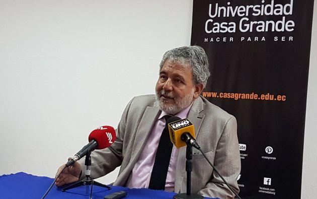 El consejero Luis Verdesoto, en compañía del vicepresidente del CNE, Enrique Pita, presentó en la Universidad Casa Grande de Guayaquil las propuestas de las reformas. Foto: Twitter.