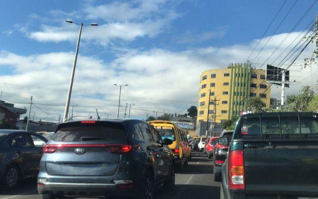 Tráfico en Quito. Foto: Anaela Mejía (Twitter: @anaelamejiap)