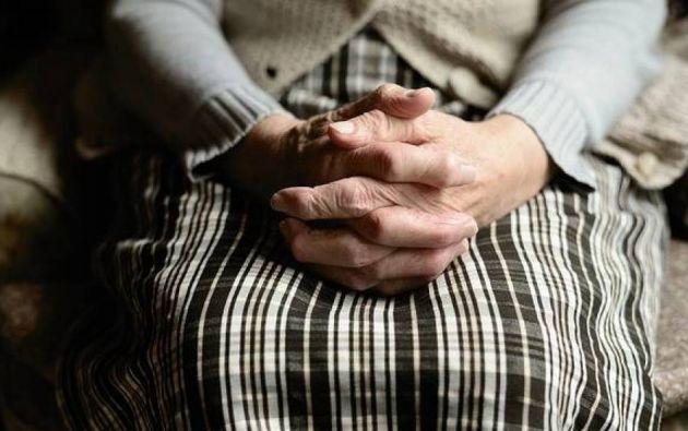 El hombre violó dos veces a la mujer de 84 años. Foto: Pixabay