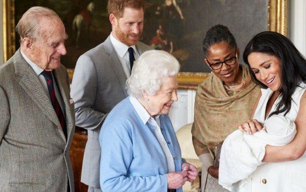 Archie es séptimo en la línea de sucesión al trono británico y octavo bisnieto de la reina Isabel II. Foto: AFP