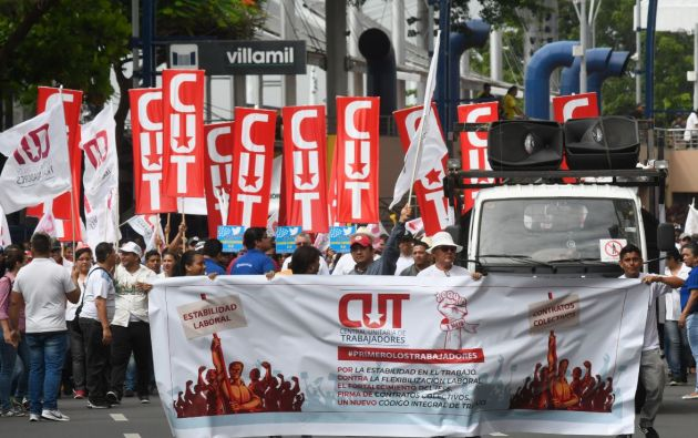 Los sindicatos cuestionan como regresivas a las posibles medidas que se incluyan en la reforma laboral.