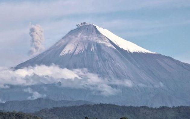 El Sangay, de 5.230 metros sobre el nivel del mar, empezó una nueva fase eruptiva el pasado 7 de mayo.