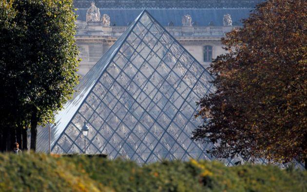 El Museo del Louvre se vio obligado a cerrar de manera excepcional este lunes. Foto: Reuters.