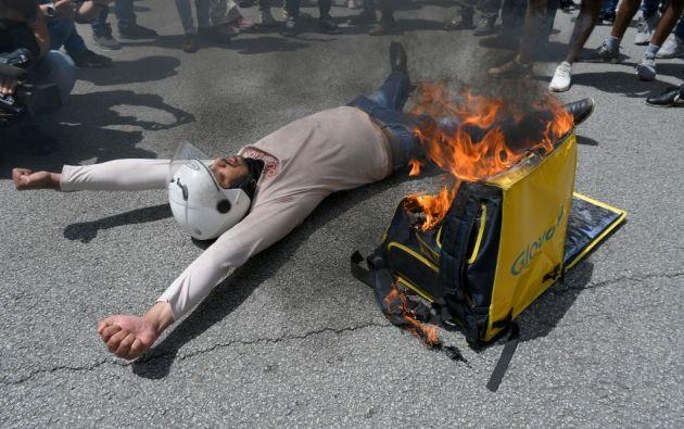 Protesta en Barcelona contra Glovo por el fallecimiento de un repartidor. Foto: AFP.
