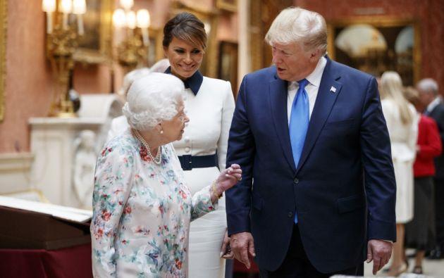 Trump y su esposa Melania fueron acogidos al mediodía en el Palacio de Buckingham. Foto: AFP