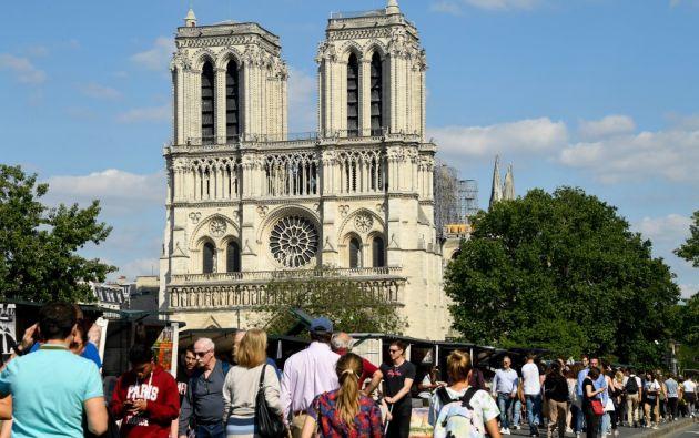 Las autoridades francesas reconocieron que el incendio de la catedral provocó que el plomo se filtrara en el aire y el suelo. Foto: AFP