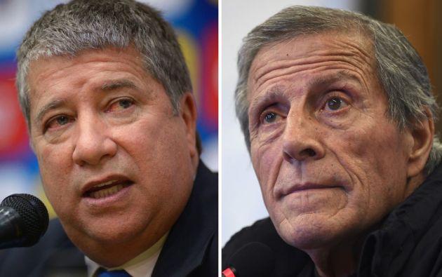 """Hernán Darío """"El Bolillo"""" Gómez y el entrenador de Uruguay, Oscar Washington Tabarez. Foto: AFP"""