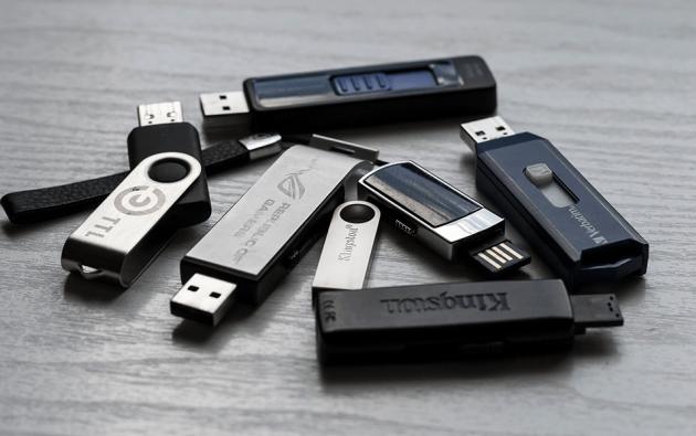 Conectar un USB no siempre se consigue en el primer intento y esa decisión de conectar en un solo sentido tiene su origen en la reducción de costos.