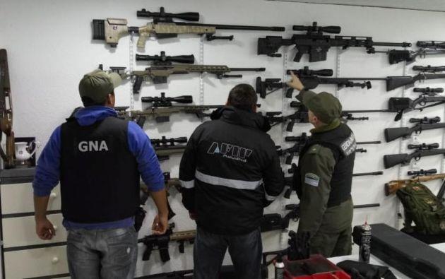 En el último operativo se decomisaron 923 armas entre fusiles y ametralladoras, granadas, municiones. Foto. AFP.