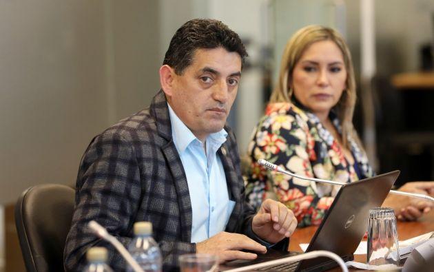 Mauricio Espinel, director de Salud del IESS, señaló que los jueces obligan a los hospitales a tener determinado tipo de medicamentos. Foto: Asamblea Nacional.