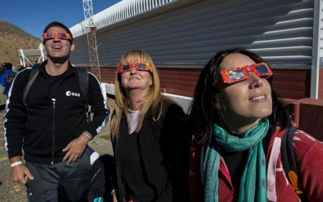 Respecto de los vidrios ahumados, la creencia es falsa y una mala solución. Foto: AFP