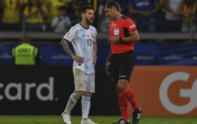 """""""Bronca con el árbitro porque durante todo el partido los favoreció a ellos"""", dijo Messi. Foto: AFP"""