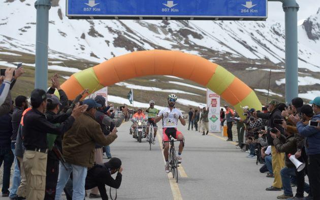 "Los participantes toman la ruta Karakoram, ""la carretera asfaltada más alta del mundo"". Foto: AFP."