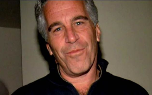 Epstein es acusado de un cargo de tráfico sexual de menores y de un cargo de conspiración para cometer tráfico sexual de menores.