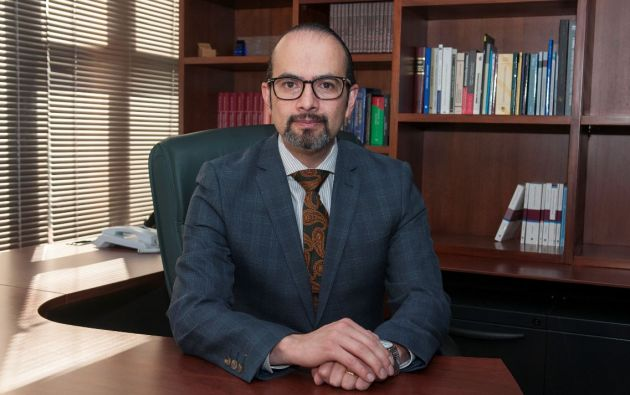 Después de haber investigado a fondo al CPCCS, el jurista Pablo Dávila, sostiene que eliminar esa institución es un deber cívico.