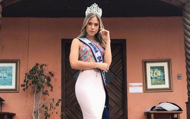 Karime Borja, quien tiene 4 meses de embarazo, seguirá llevando la corona como Reina de Guayaquil. Foto: Instagram.