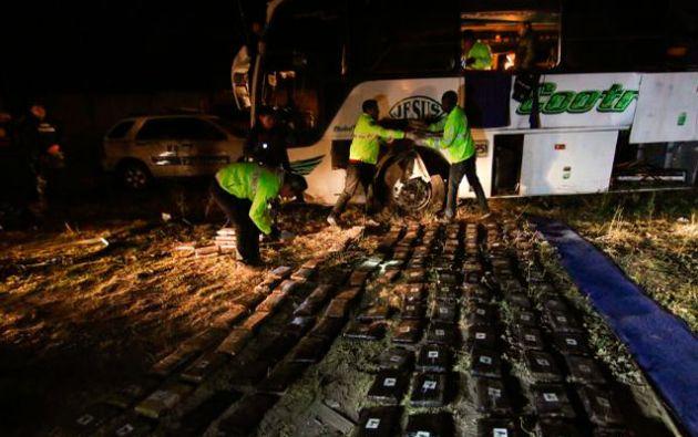 El 14 de agosto de 2018, un bus de turismo cargado de droga que salió desde Cali (Colombia), con destino a Máncora (Perú), se accidentó en la vía Pifo-Papallacta (Ecuador). Foto: Fiscalía.