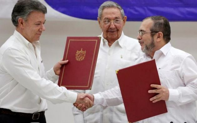 En 2016, durante el gobierno de Juan Manuel Santos, las FARC firmaron un acuerdo de paz que hoy parece estar tambaleando.