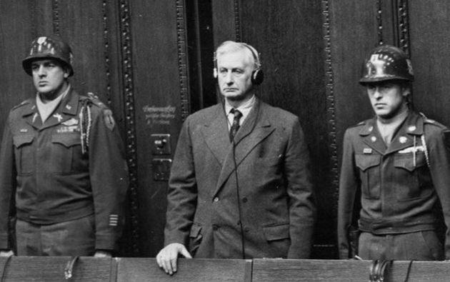 Albert Reinman Jr.  Era un hombre casado, pero sin hijos. Tuvo tres con Landecker. Los adoptó en 1960 y hoy dos de ellos están en la junta directiva del conglomerado.