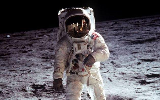 Buzz Aldrin se para en la luna junto al Módulo Lunar Eagle. Foto: Reuters.