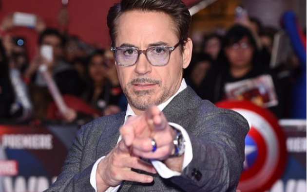 Robert John Downey Jr. interpretó a Iron Man.