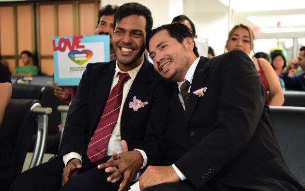 Vareles, de 29 años, y Álvarez, de 31, se casaron ante el Registro Civil de Guayaquil. Foto: AFP