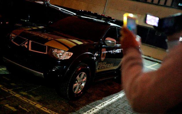 La acción, grabada en video por las cámaras de seguridad, ocurrió el jueves en la terminal de cargas del aeropuerto internacional de Guarulhos, en Sao Paulo.