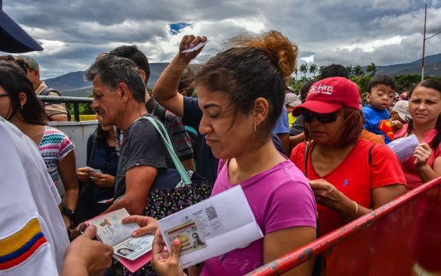 Ecuador permite actualmente que los venezolanos ingresen al territorio presentando la cédula de identidad. Foto: AFP