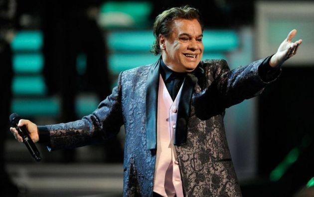 Alberto Aguilera Valadez es el verdadero nombre del cantautor que prefirió vivir bajo las flashes y el éxito de Juan Gabriel. Foto: AFP.