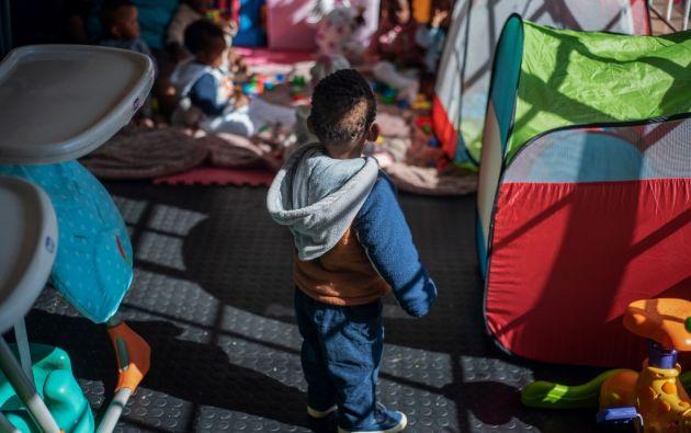 Unos 3.000 niños son abandonados cada año en Sudáfrica, según la Coalición Nacional de Adopción. Foto: AFP