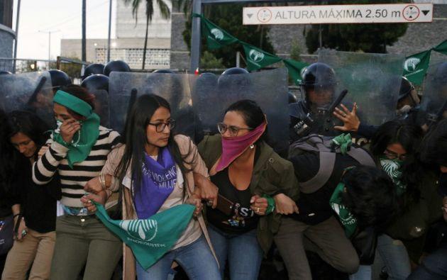 La legislación ecuatoriana sanciona con cárcel de seis meses a dos años a las mujeres que abortan. Foto: AFP