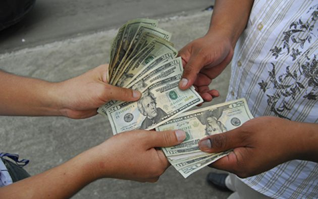 """La Superintendencia de Bancos solicitó a la ciudadanía """"no confiar su dinero a personas o empresas no autorizadas, para no poner en riesgo esos recursos""""."""