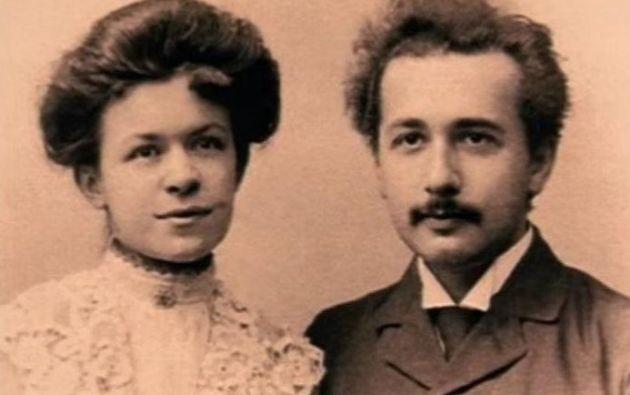 Albert Einstein junto a su primera esposa, la física serbia Mileva Maric.